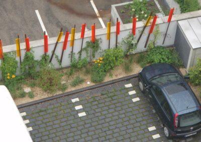 Parkplatz mit Bepflanzung in München