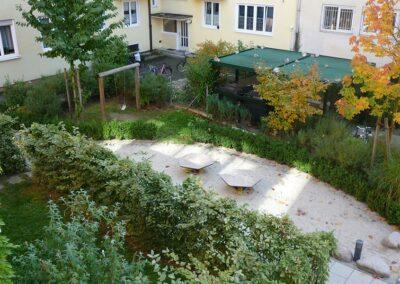 Garten einer Wohnanlage bei München