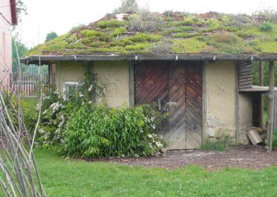 Häuschen mit Bepflanzung an der Walddorfschule